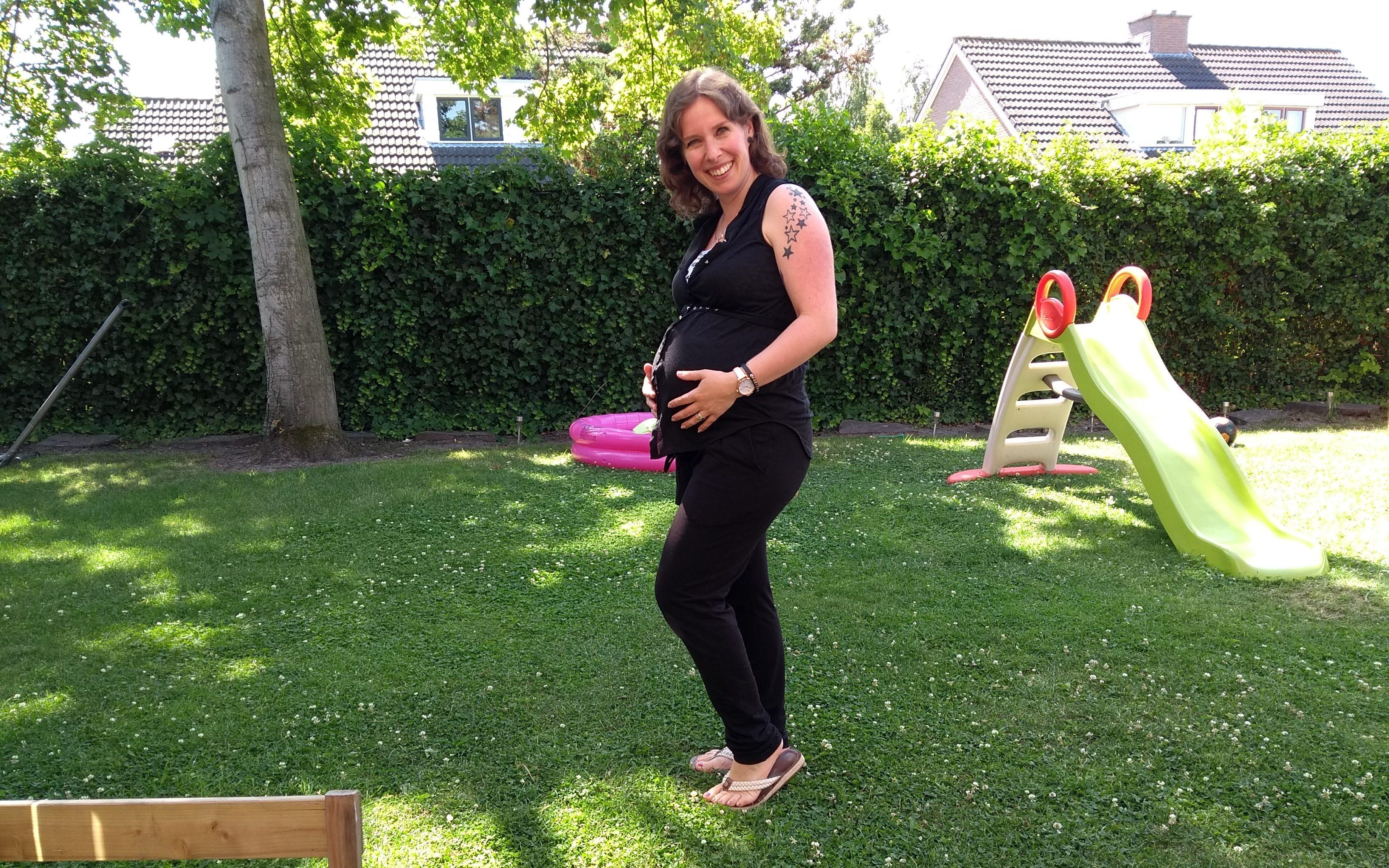 buik, zwanger, zwangerschap, derde zwangerschap, derde kindje, babybuik, pregnant, belly, babybump, mama en zwanger, zo die buik, mamablog, momblog, lalogblog, lalog.nl, lalog, over mij, mamablogger