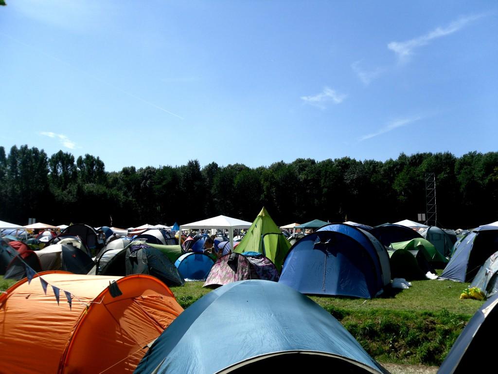 Op camping 1 op Lowlands kun je ook zomaar een plastuit tegen komen!