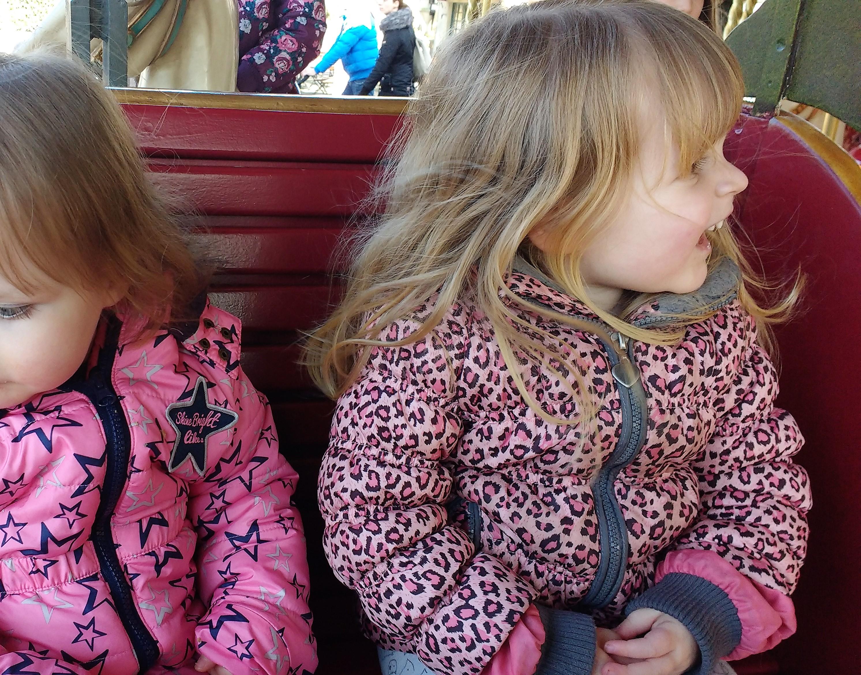 efteling, meisjesmama, meiden, kinderen, zusjes, dagje Efteling, blog, mamablog, lifestyleblog, La Log.nl