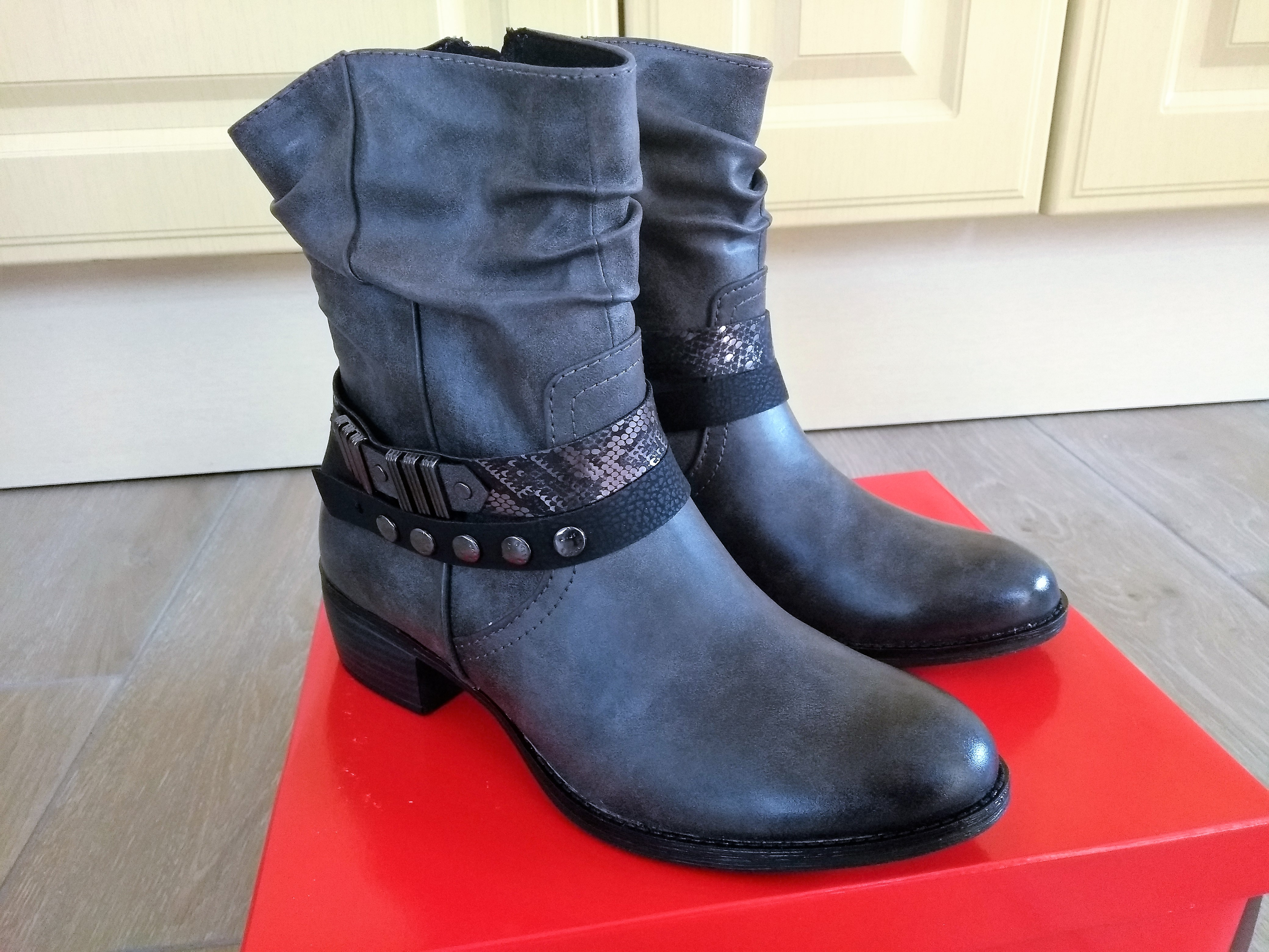 schoenen, laarsjes, nieuwe laarsjes, boots, enkellaarsjes, stoere laarjes, blog, mamablog, mamalifestyleblog, Lalog, La log blog, la log.nl