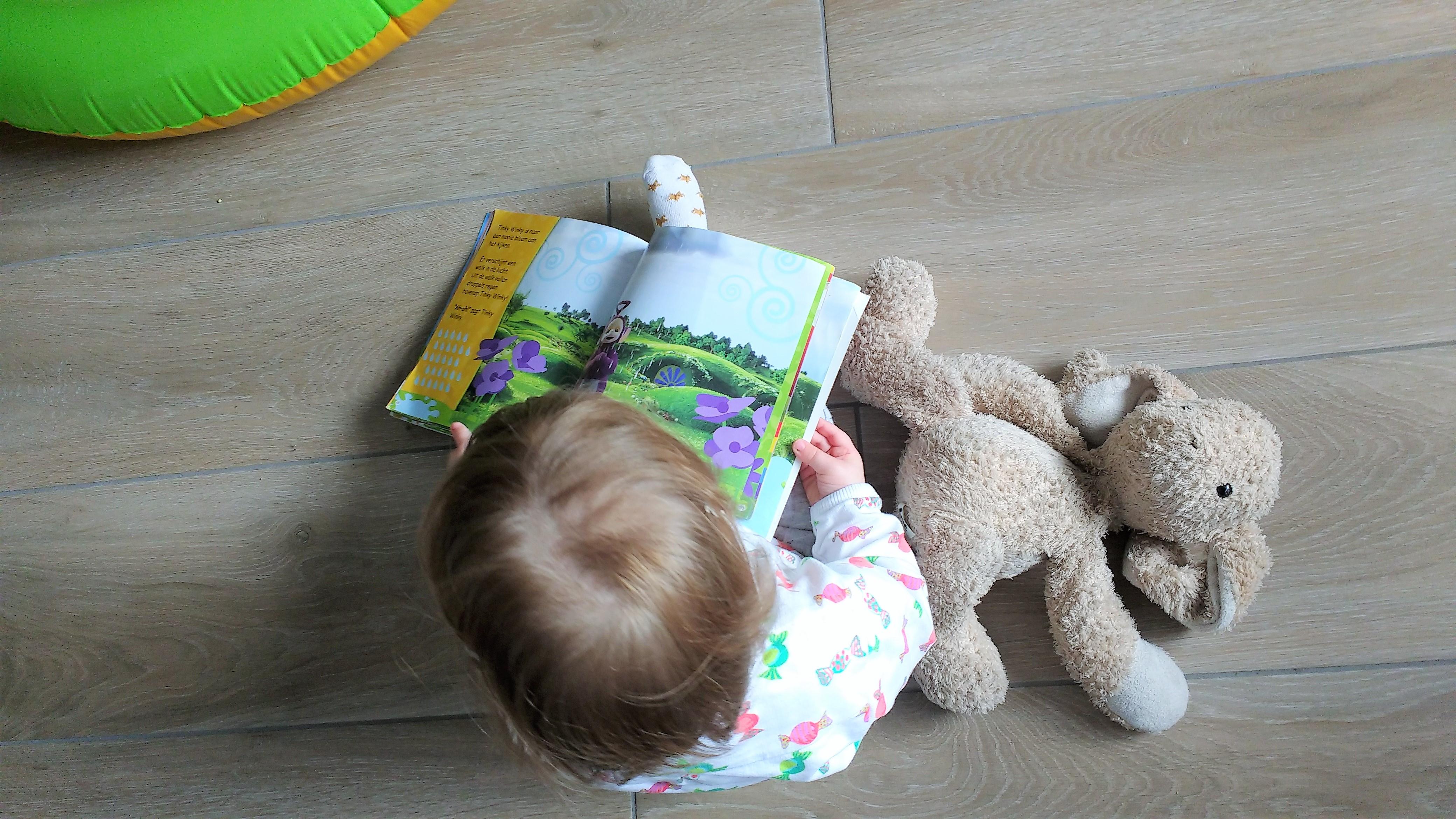 boekjes, boeken, voorlezen, boekjes lezen, dreumes, peuter, waarom voorlezen, kinderen, kinderboeken, kind, mamablog, mamablogger, lalog, lalogblog, lalog.nl