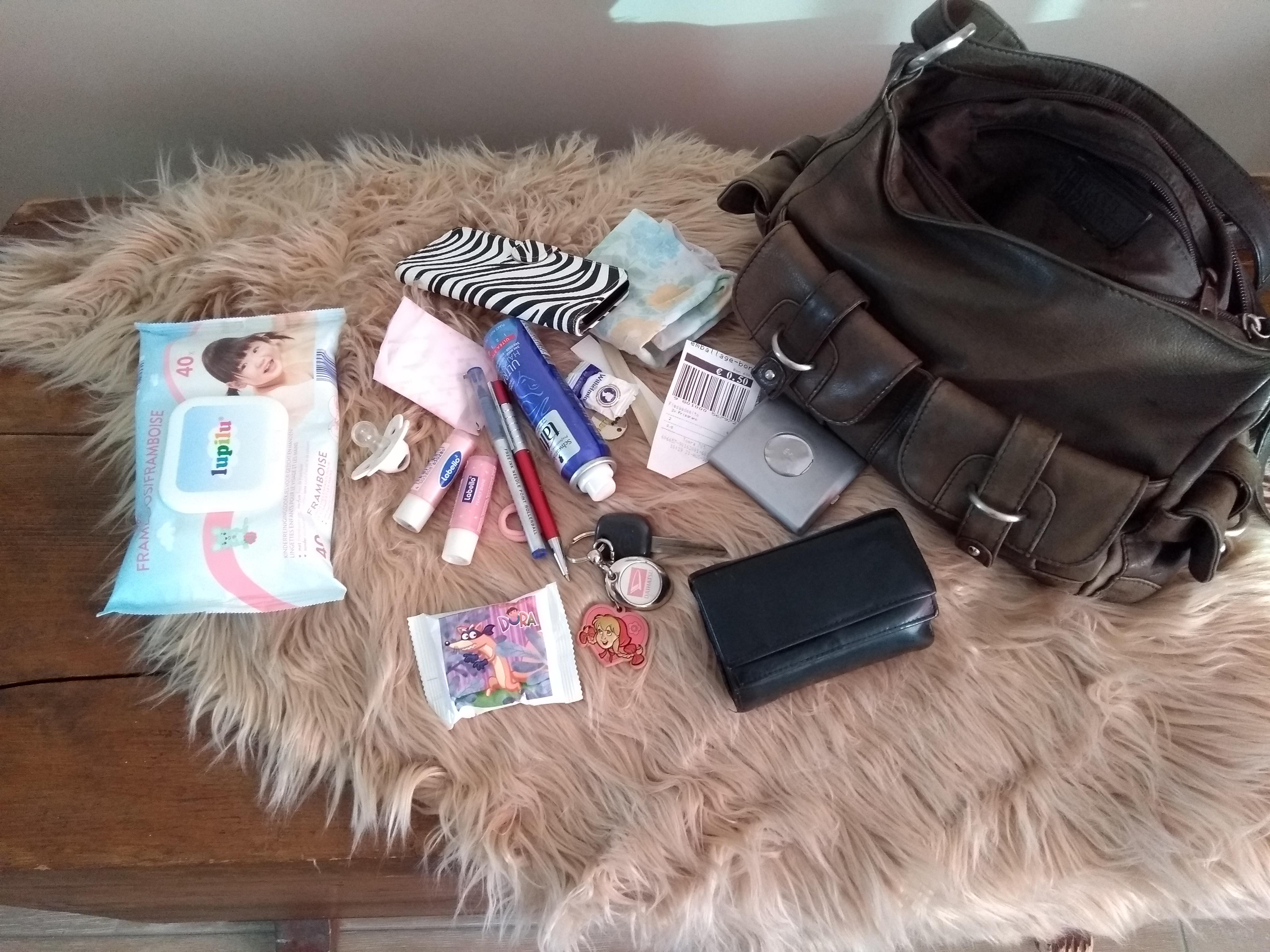 handtas, mom purse, tas, moeder, mama, blog, inhoud handtas, handtas moeder, mamablogger, lalog, lalogblog, lalog.nl