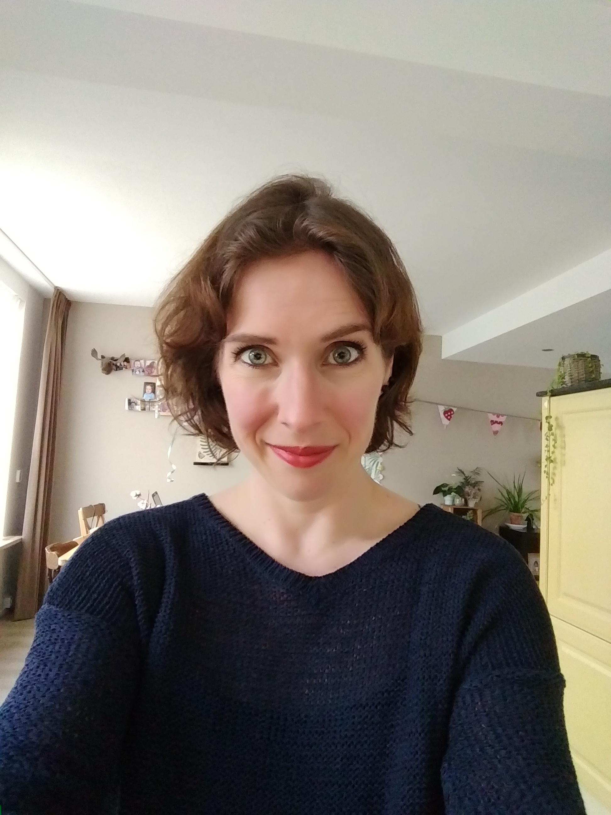 lente, buiten, flatlay, zon, zonnebril, lippenstift, nagellak, outside spring, blog, mamablog, momblog, mamablogger, mamalifestyle, lalog.nl, lalog, lalogblog