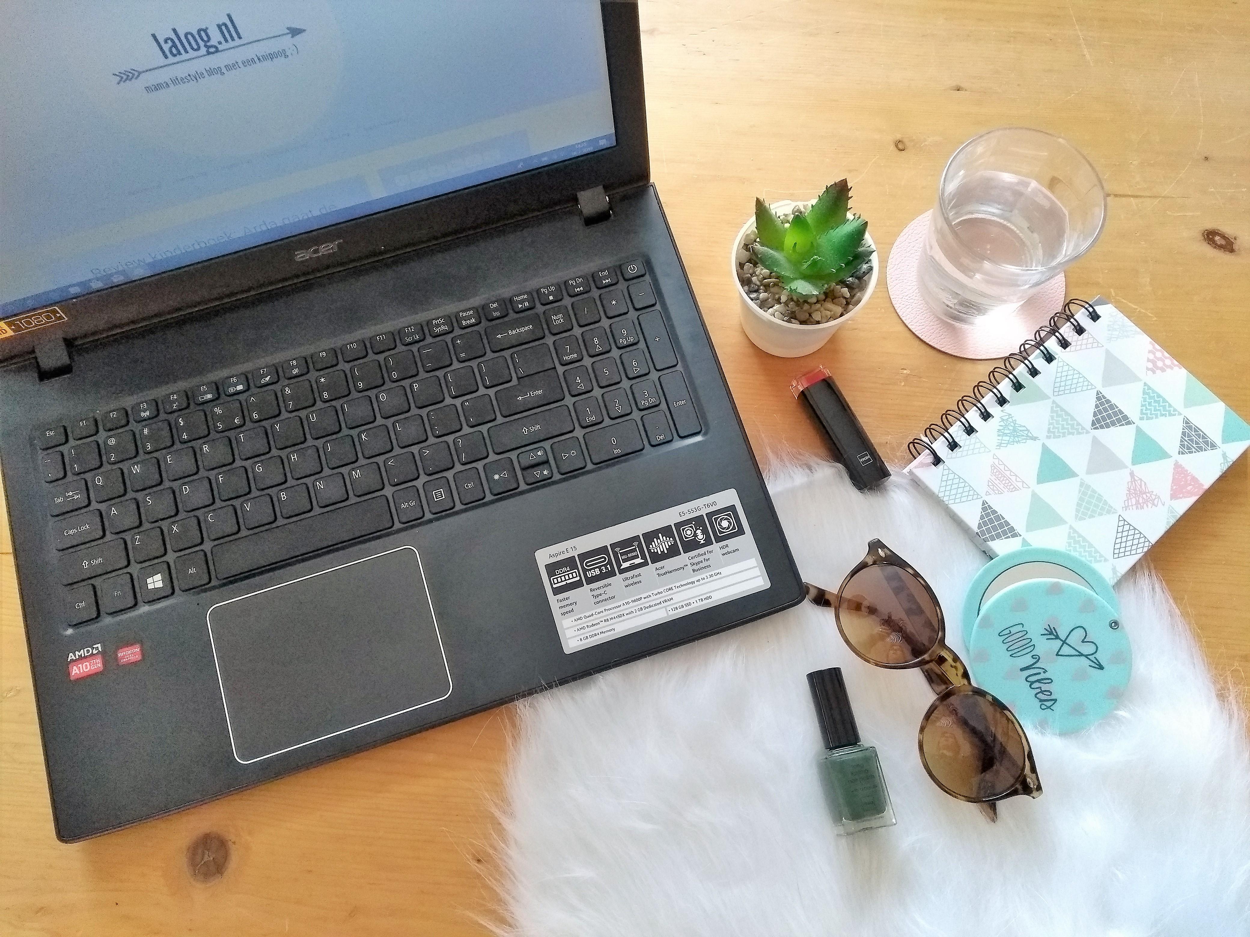 flatlaylalognl, lalog.nl, lalogblog, mamablog, lifestyleblog, blog, flatlay, laptop