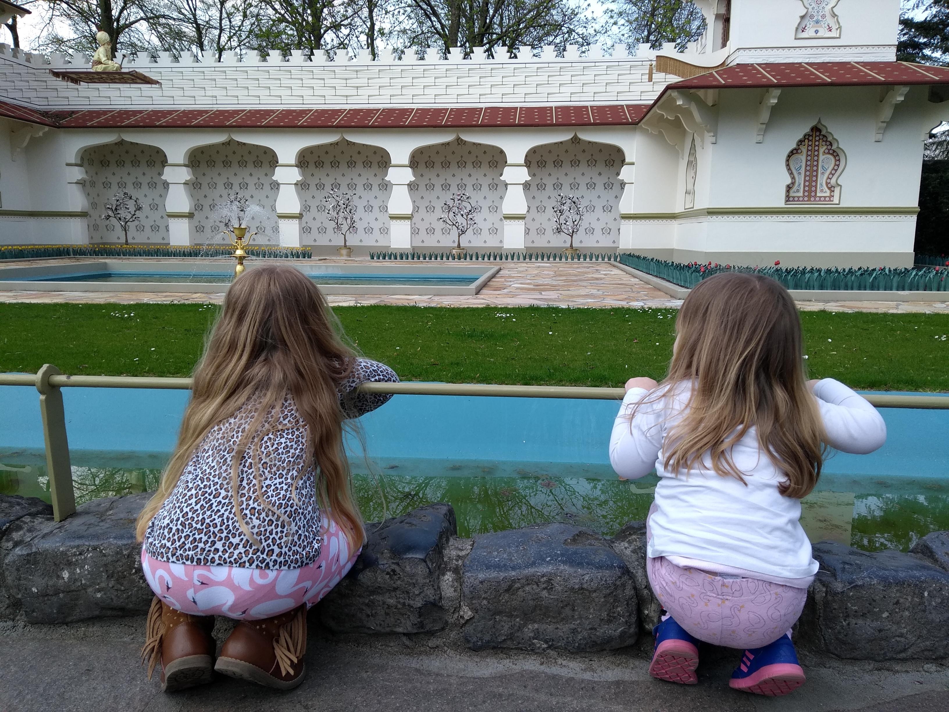 zusjes, meiden, meisjes, meisjesmama, momlife, sisters, girls, mamablog, momblog, mamalifestyle, mamalifestyleblog, blogger, lalogblog, lalog.nl, lalog