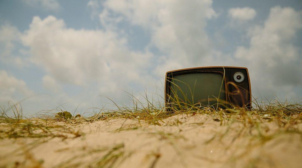 tv, schermtijd, kinderen, kids, tablet, scherm, spelen, tv kijken, mamablog, balans schermtijd, verdeling schermtijd, mamalifestyle, lalog.nl, lalogblog, lalog