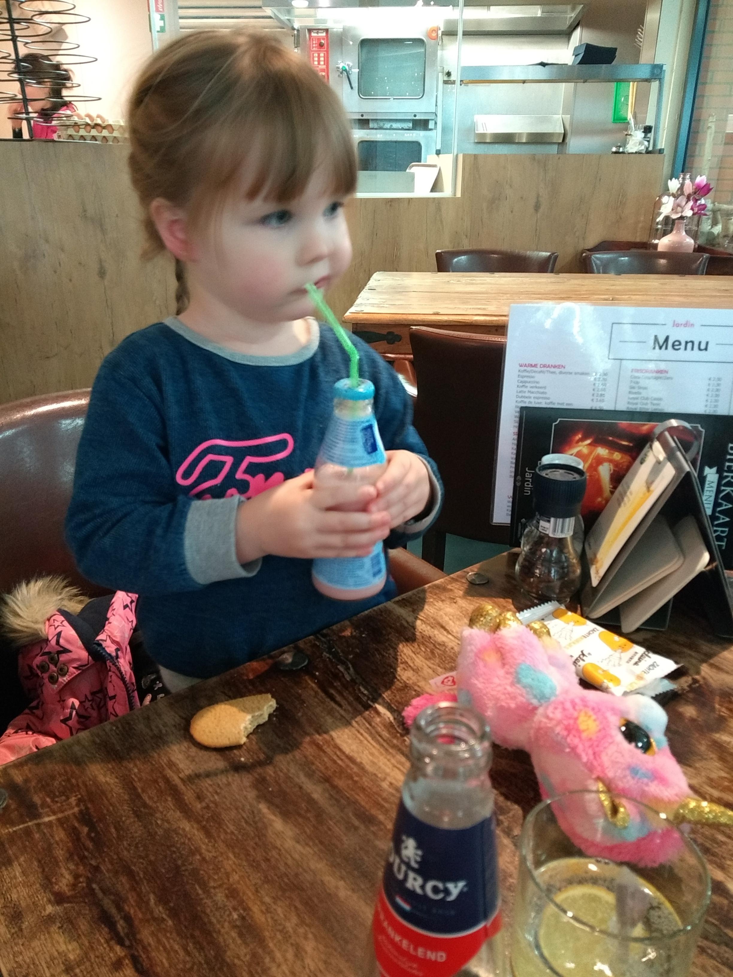 oorbellen, oorbellen laten schieten, oorbellen kind, oorbellen peuter, mamablog, mamalifestyleblog, juwelier, blog, lalog.nl, lalogblog