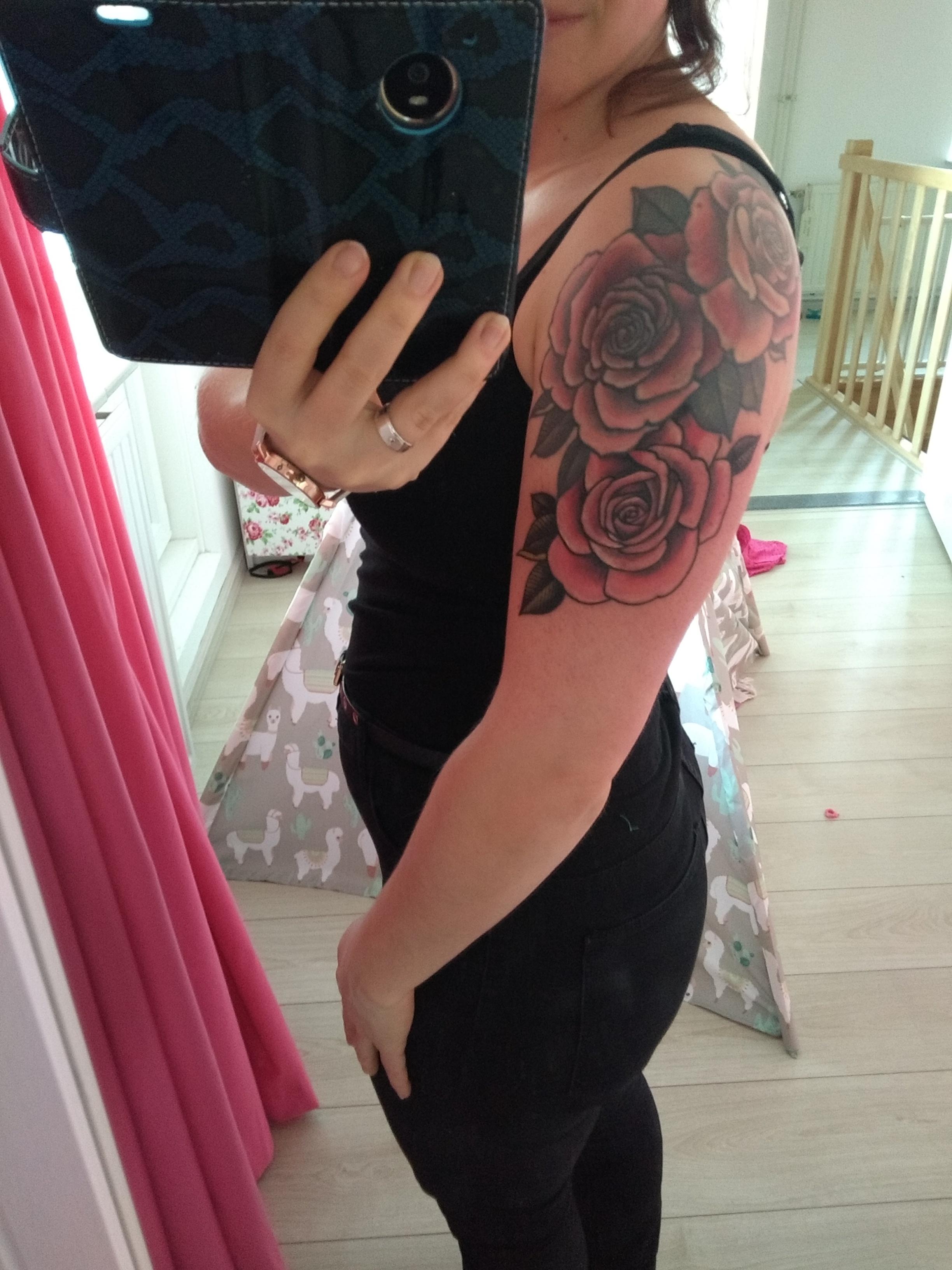 tattoo, cover-up, cover up, rozen, rozentattoo, rose tattoo, roses, ink, blog, blog tattoo, heretic tattoo, mamablog, momlife, momblog, lalog.nl, lalog, lalgblog