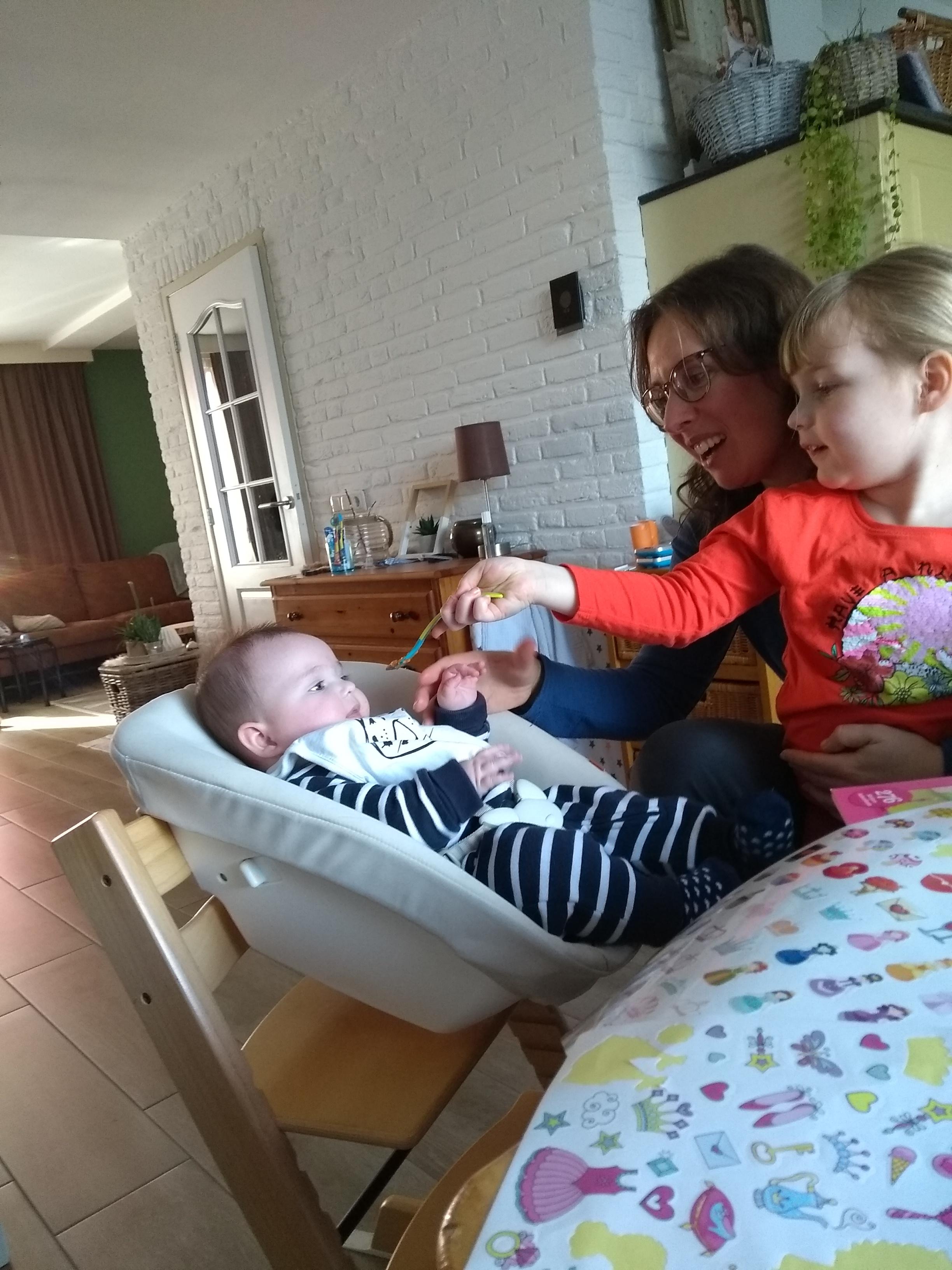 babyhapjes, baby, vijf maanden, baby vijf maanden, babybroertje, broertje, mama van drie, mamalife, mamablog, mamalifestyle, lalogblog, lalog.nl, lalog