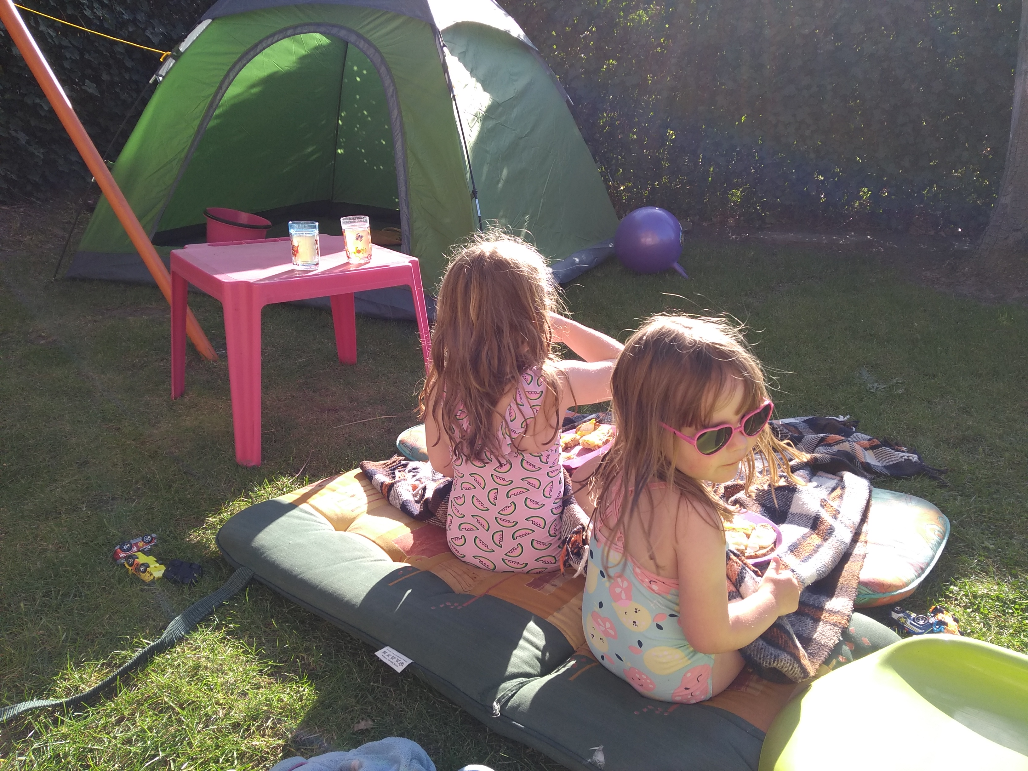 vakantie, zomer, achtertuin, zon, zomervakantie, coronacrisis, lockdown, buiten, mamalife, mamalifestyle, mamalifestyleblog, lalogblog, lalog.nl, lalog