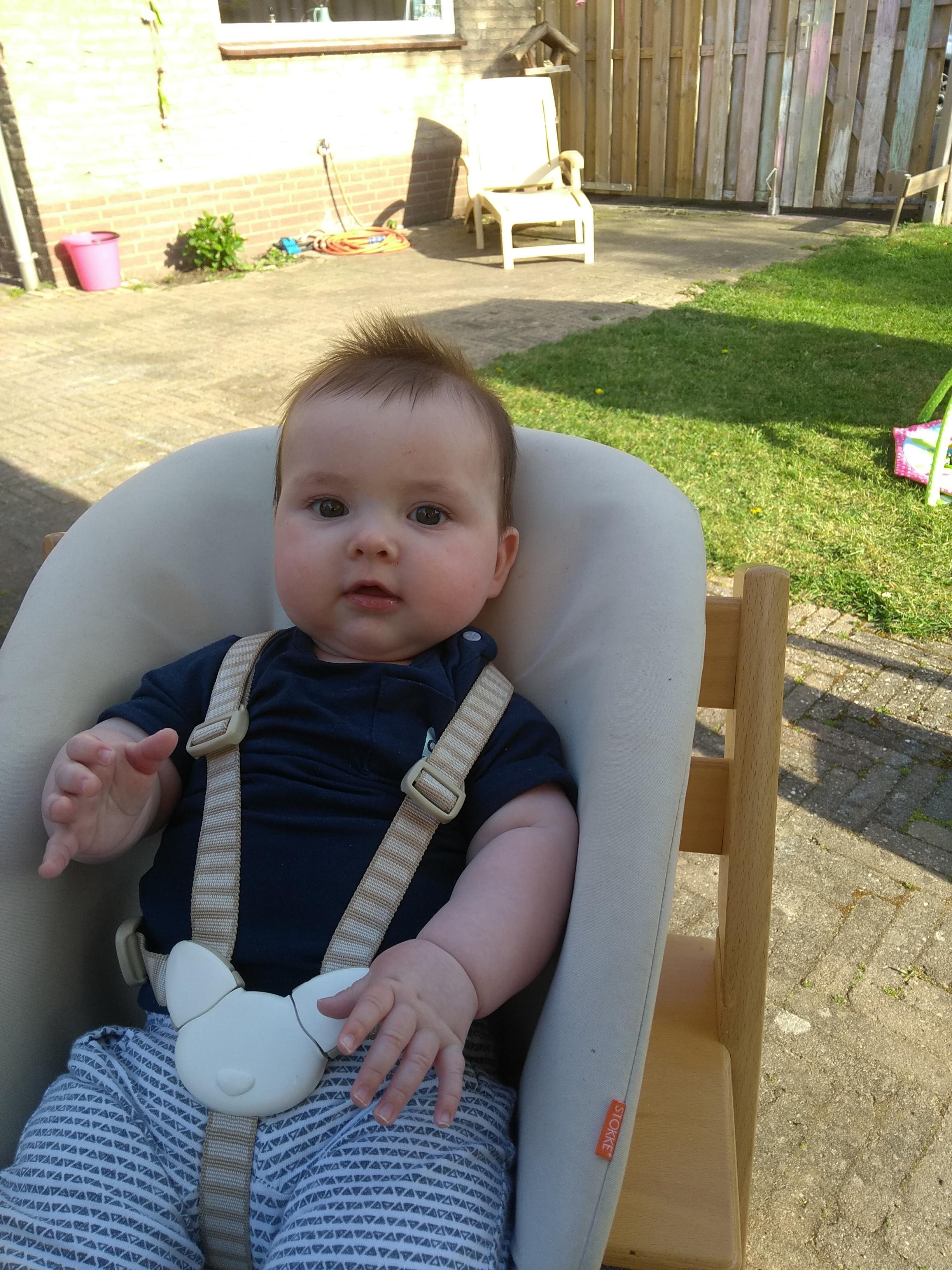 baby, baby 6 maanden, 6 maanden oud, babybroertje, derde kind, babyfase, ontwikkeling baby 6 maanden, mamalifestyle, mama van drie, mamablog, lalog.nl