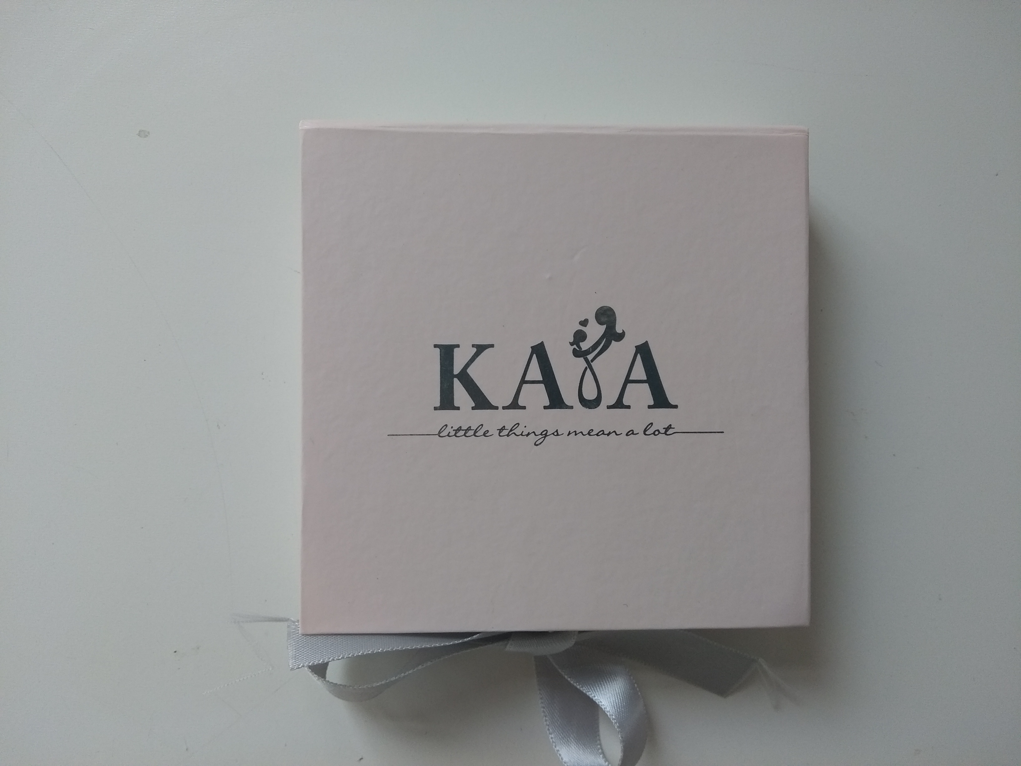 kayasieraden, kaya, armbandje, initialen, kayasieraden.nl, blog kaya sieraden, armbandje met voorletters, winactie, mamablog, lalogblog, lalog.nl