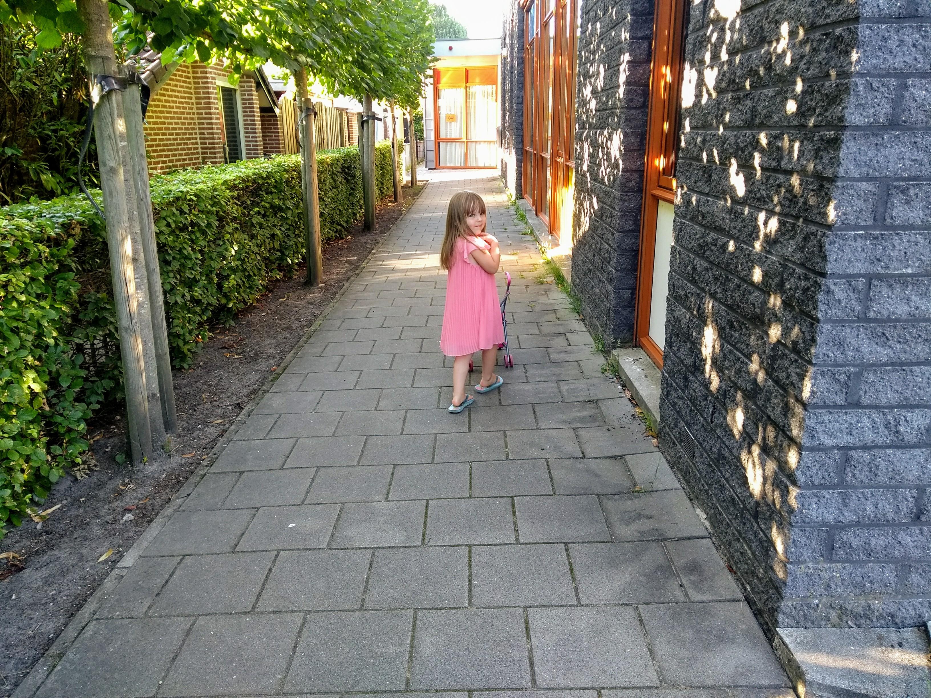 kleuter, kleuterklas, naar de kleuterklas, basisschool, kleuterschool, school, middelste kind, mama van drie, mamablog, mamalifestyle, blog moederschap, lalog.nl, lalogblog
