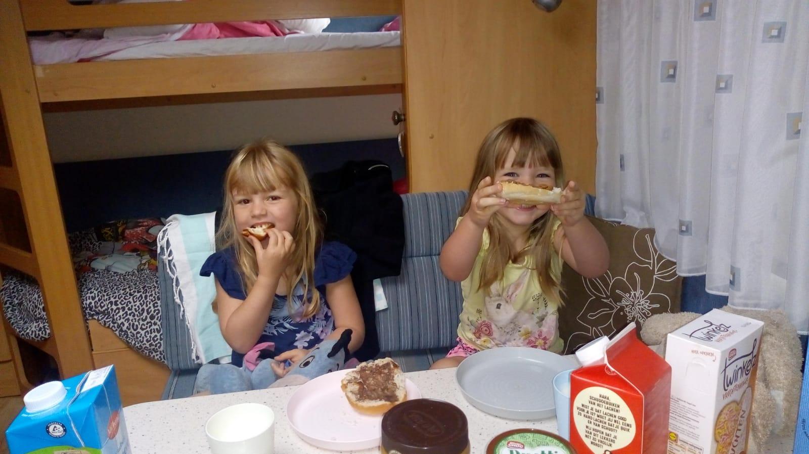 caravan, kamperen, drie kinderen, familytime, gezin, buiten, camping, nazomer, mamalifestyle, mamablog, lalogblog, lalog.nl, lalog